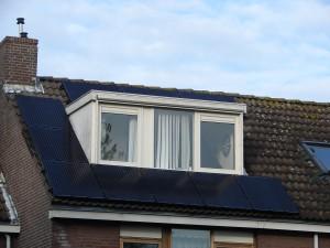 dak met 10 zonnepanelen