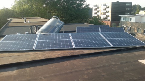 dak vol zonne energie systemen