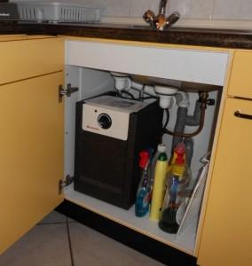 keukenboiler in keukenkastje